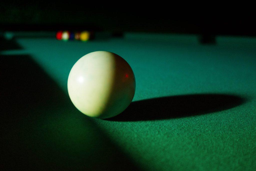 billiard-586324_1920